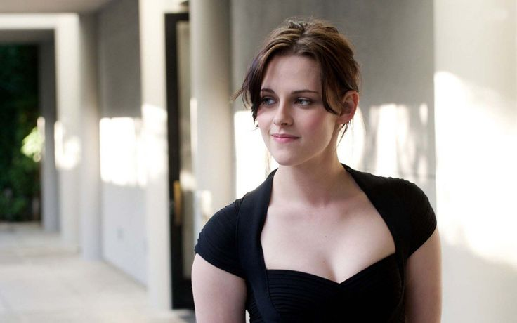 Kristen Stewart Bra size, biography, girlfriend, feet & movies list