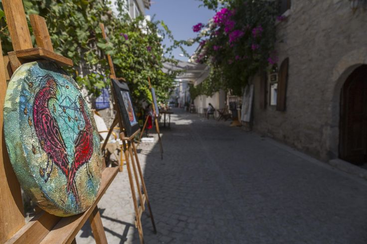 Admiring some wonderful creations of the street artists at the picturesque alleys of Cesme. Such a wonderful place! Don't miss it! #LouisCruises #cruise #travel #Cesme #Turkey