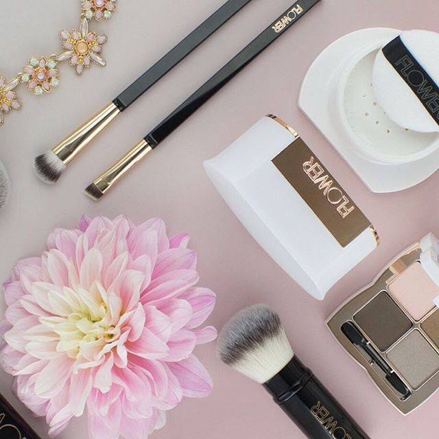 So much #FLOWERBeauty gorgeousness happening here, including our new brushes-Ultimate Travel Brush Set, Retractable Brush... 😱😱 Double tap if you agree! #LinkInProfile