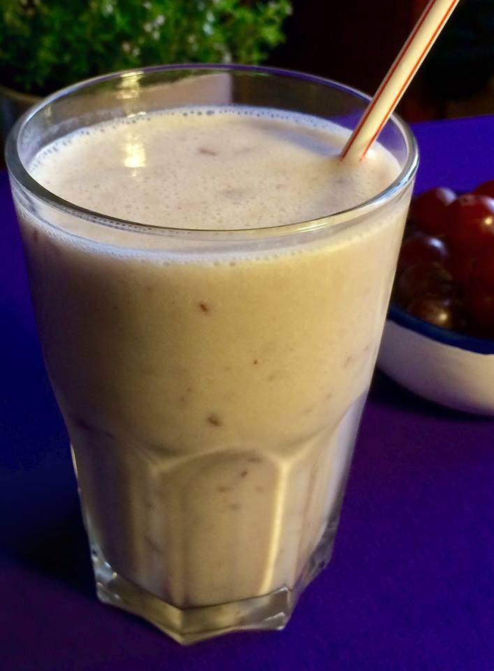 Smoothie med kærnemælk, druer og banan