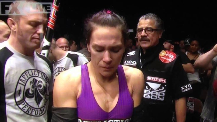 Cat Zingano's emotional UFC Entrance. Great moment in history edited out...