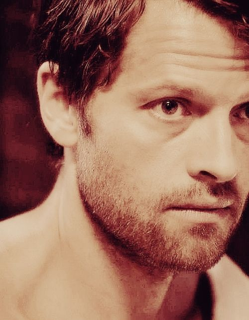 "Cas 9x03 ""I'm no Angel"" #Supernatural ---- No, but you're sexy as hell, Cas."