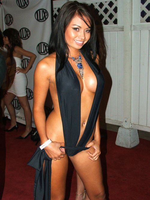 Cleavages In Public  Asian Girl Busty No Bra Public -9140