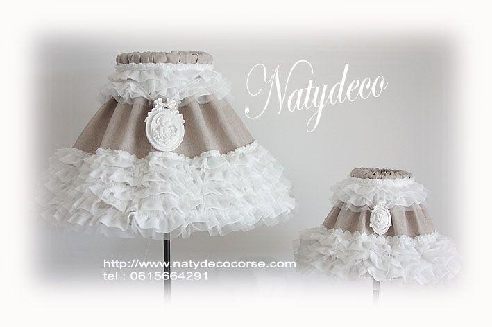 abat jour diamètre 45 ou D25  lin et frou frou avec le collier frou frou blanc et médaillon avec perle possible sans le collier entièrement déhoussable et lavable en vente sur http://www.natydecocorse.com