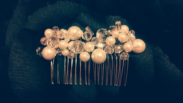 Handmade crystals and pearls hair comb