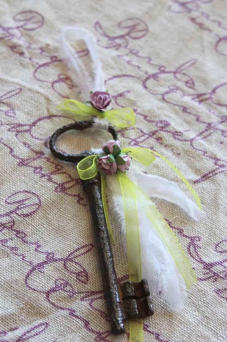 Ancienne grande clé romantique - à poser ou bijou de porte - esprit shabby : Accessoires de maison par charmy-co