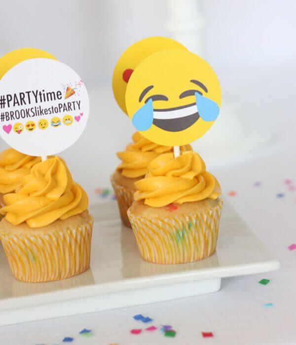 16-emoji-cupcakes