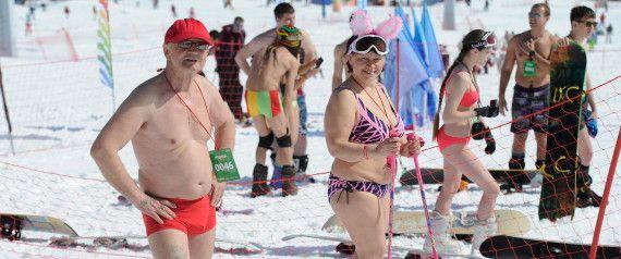 """""""ΔΕΝ ΜΑΣΑΜΕ"""" ΑΠΟ ΚΡΥΟ ... Δείτε σκι και σνόουμπορντ στη Σιβηρία με μαγιό..."""
