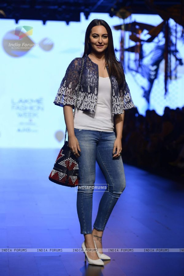 Sonakshi Sinha at Lakme Fashion Week 2017 Day 1