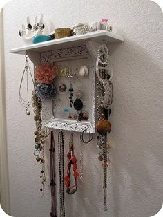 Dorm, college, bedroom, Diy Crafts for teens rooms - Frame with wire net in the back to hang earrings!