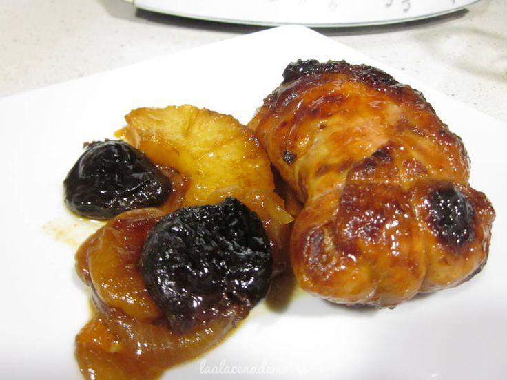 Receta de contramuslos de pollo relleno al Pedro Ximénez con ciruelas, orejones, piña y piñones.