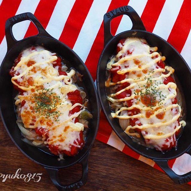 2016/12/01 21:10:24 yuko815 『baked tuna&tomato』 ・ 『ツナとトマトのチーズマヨネーズグラタン』 ・ ツナ缶を使ってお手軽に♪酸味と旨味のコラボです😋 ・ 《材料4人分(2人分は半分で)》 ツナ缶(オイル漬け、もしくはライトツナ)150g前後、玉ねぎ1個(薄切り)、コンソメスープの素1スティック、カットトマト1缶、とろけるチーズ、マヨネーズ各適量、胡椒少々、あればドライパセリ少々 ・ 《作り方》 ①玉ねぎを油少々でしんなりして若干茶色くなるまで炒め、ツナ、コンソメスープの素、胡椒を加えて更に炒める。 ②グラタン皿に①とカットトマトを入れ、とろけるチーズ、マヨネーズをかけてオーブントースターで好みの焼き加減まで焼く。(今回、バルミューダではクラシックモード1300wで5分でした。)ドライパセリをちらす。 ・ 2016.12.1 ・…