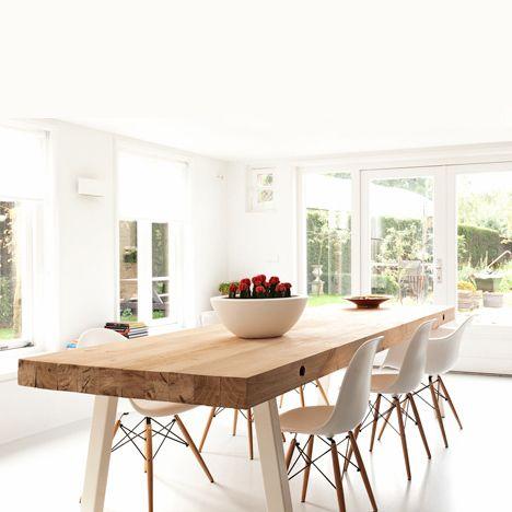 Salle à manger esprit nordique, table bois et chaises design Eames | Nordic style Dining room, wooden table and Eames chairs