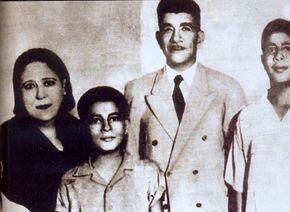 الرئيس محمد نجيب وزوجته وأولاده،