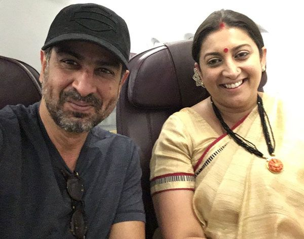 Smriti Irani and Ronit Roy bumped into each other on a flight and we are going crazy about it #FansnStars