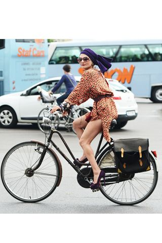 #cyclefashion #cyclechic #bicyclefashion CATHERINE BABA <3