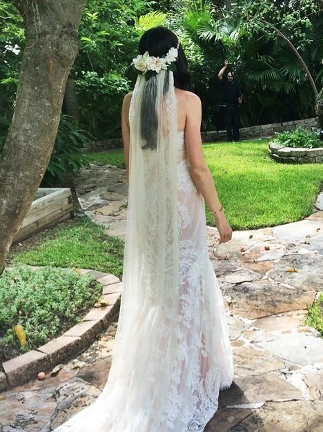 Marisa Simon wore our Stone Fox Bride Tatiana veil and gold Maria beaded halo with silk flowers. http://www.stonefoxbride.com/