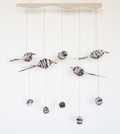 Móvil de pajaritos tejidos de papel/ Birds wall hanging. www.yavalladiseno.cl