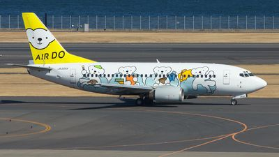 Air Do (ex Hokkaido International Airlines) (JP) Boeing 737-54K JA305K  aircraft, painted in ''Bear-Do No Dream'' special colors, rolling at Japan,Tokyo, Haneda Int'l Airport. 09/02/2014.