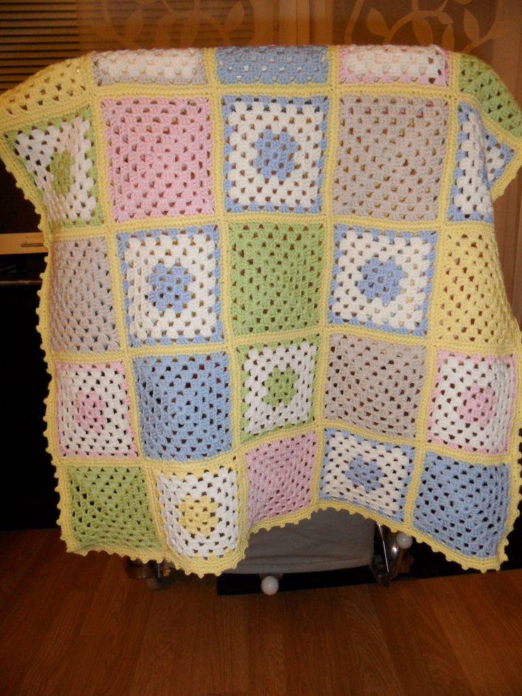 Baby Blanket Lankana Tekstiiliteollisuuden teetee Helmi 100% merinovillaa.