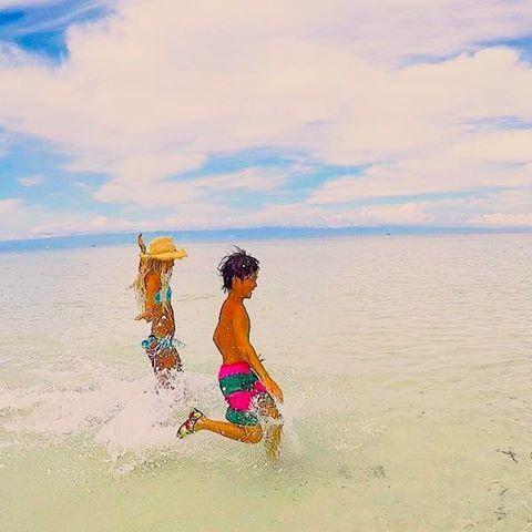 【sayakamiyakawa】さんのInstagramをピンしています。 《遠浅って走る以外で何すんだろ笑  #ひたすら走る#永遠の遠浅#無人島#何もない#名前忘れる島#セブ島#アイランドホッピング#バリカサグ島の近く#海#ゴープロ#ゴープロのある生活#sea#island#cebu#islandhopping#gopro#travelgram#run#follow#followme#follow4follow》