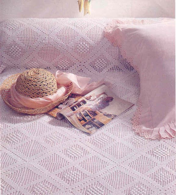 Crochet 'Grab a Wink' bedspread. Free pattern in English and graph also layout….