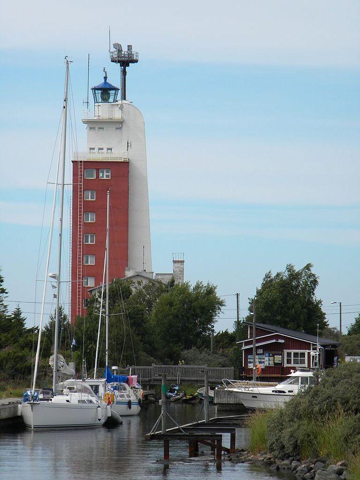 Kylmapihlaja Lighthouse in front of Rauma Finland.