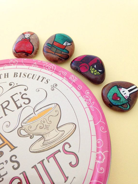 Storytelling set Alice nel paese delle Meraviglie dipinto a mano su pietra - Set gioco naturale