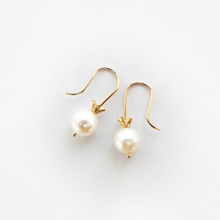 E075 14K Yellow Gold with Fresh Water Pearl Earrings