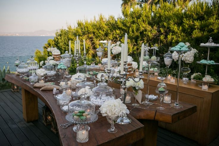 Welcome table with unlimited candies in white and green to much the surroundings!