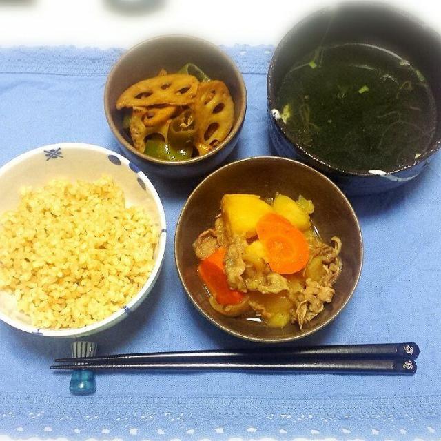 #肉じゃが#しらたき忘れた #蓮根と万願寺唐辛子のきんぴら #めかぶスープ #玄米  うん。和食っていいな。 - 6件のもぐもぐ - 肉じゃが定食 by うえなほ