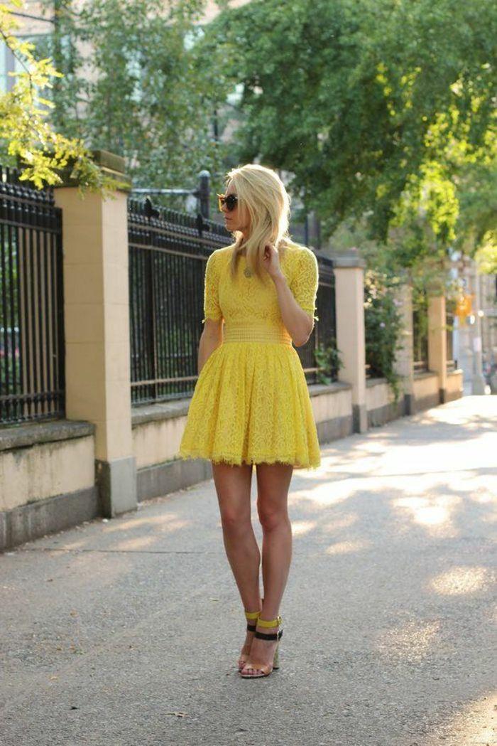 Gelbes kleid schwarze schuhe