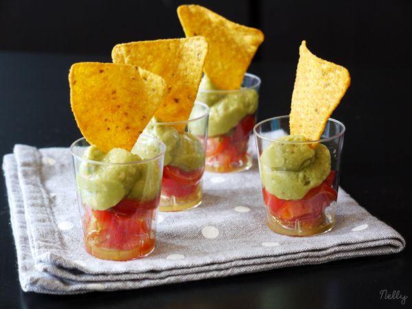 Verrines de tomates cerise, guacamole et nachos