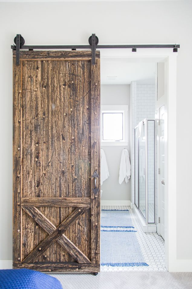 Barn door into master bathroom. Farmhouse kitchens and fixer upper style. Check out these gorgeous homes available for luxury vacation rental in Carlton Landing on the shores of Lake Eufaula, Oklahoma. Get all the details at http://pencilshavingsstudio.com/2017/08/real-estalking-carlton-landing/