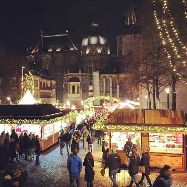 Weihnachtsmarkt in Aachener Katschhof #germany #christmasmarket #deutschland #duitsland #kerstmis #weihnachten #weihnachtsbaum #weihnachtsmarkt #aachenweihnachtsmarkt #aachenweihnachtsmarkt2015 #aachen2015 #katschhof #christmas #christmasineurope #aussieexpat #aussieabroad #australianabroad #winter #aachenerdom