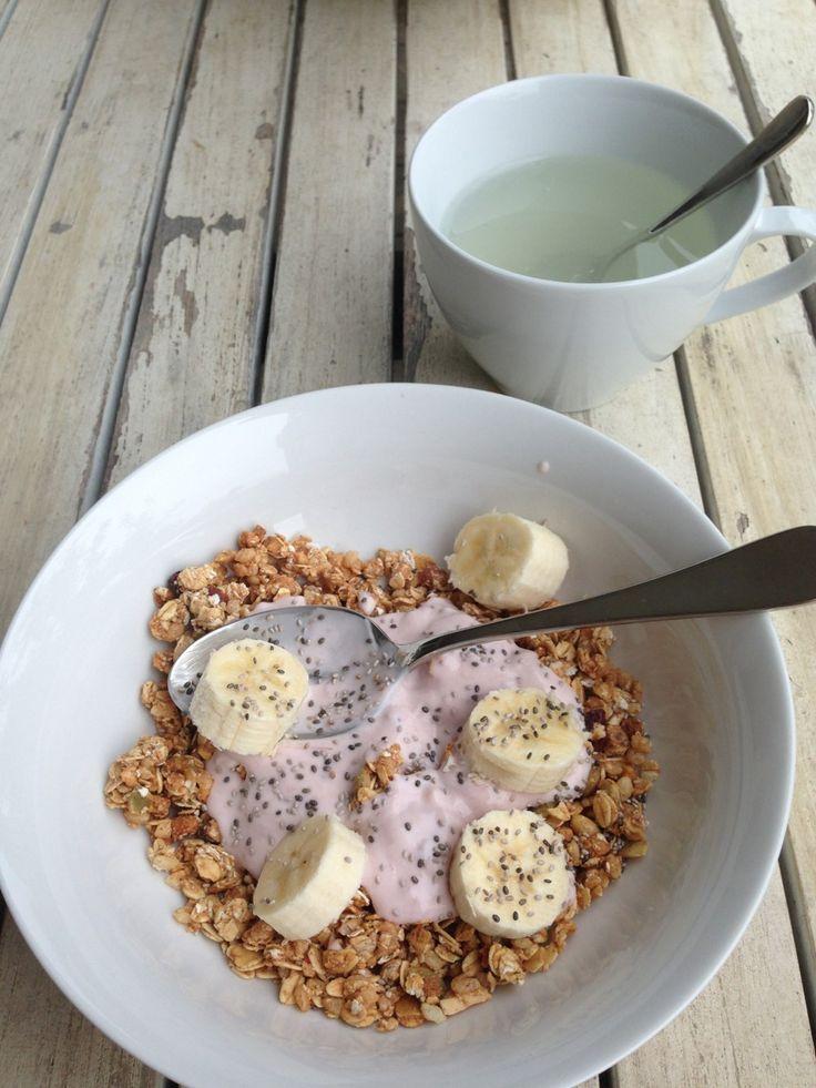 yogurt, cranola, tea, healty, banana, cia seeds, lifestyle, food, breakfast, foodporn, cute