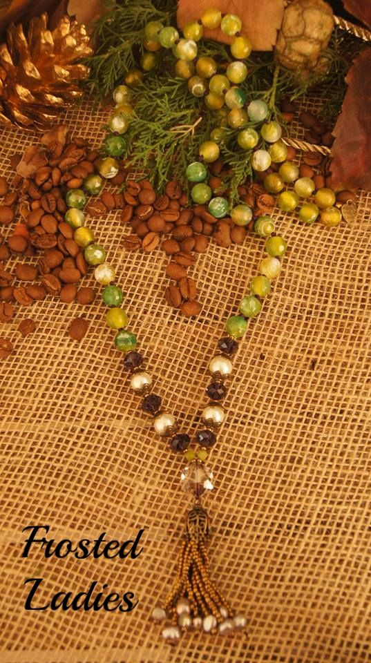 ❤Life Χειροποίητο κολιέ με ημιπολύτιμες πέτρες  10mm Green Dragon Natural Agate ,Swarovski χάντρες, και φούντα απο χάντρες seed και Freshwater Pearls.   Δεμένο κόμπο κόμπο , μοναδική δημιουργία .