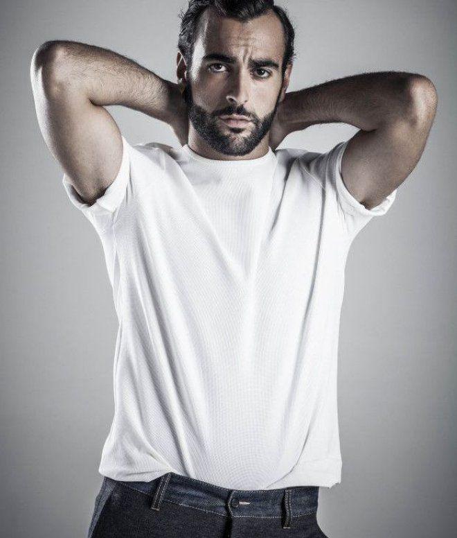 Marco Mengoni - L´essenziale Ha vinto il Festival di Sanremo 2013: Mengoni dedicò allora la sua vittoria a Luigi Tenco.