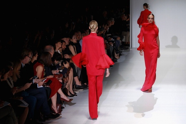 News Photo: Models walks the runway at the Gucci Spring…Gucci Red, 19 2012, Runway Springsummer, Spring Summe 2012, Milan Italy, Runway Spring Summe, 2012 Milan, Gucci Spring Summe, Models Walks