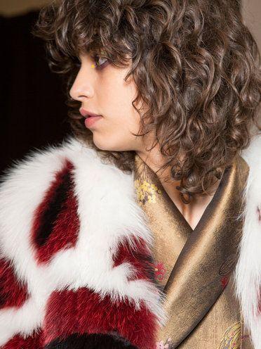 【ELLE】カーリーヘアと前髪は相思相愛|カット前に必読! スタイリッシュな前髪の鉄則7|エル・オンライン