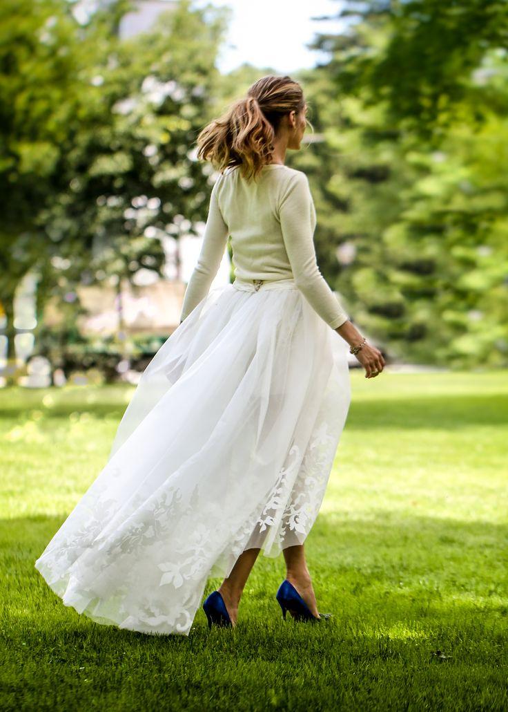 Olivia Palermo se marie - Pull en cachemire et jupe en tulle sur Manolo Blahnik
