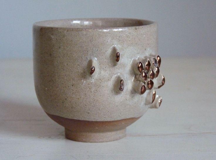 Maceta cerámica con lustre de cobre / gres / hecha en torno/ modelada a mano.medidas: 7.5 cm de diam 7.5 cm alto.colores disponibles: rosa, celeste, amarillo, verde, azul, blanco, negro y beige.