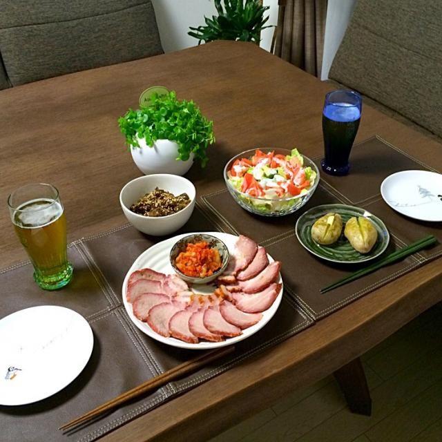 ドレもに合うよぉ〜。( ^ ^ )/□ - 21件のもぐもぐ - ジャガバター、焼き豚とキムチ、茄子とミンチの甜麺醤炒め、アボカドサラダ、ビール by pentarou