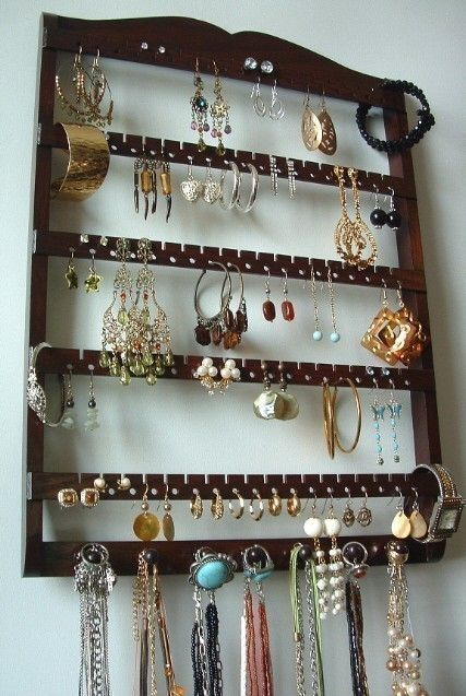 so need something like this to organize my jewerly: Ideas, Jewelry Storage, Jewelry Necklaces, Earring Holders, Earrings Holders, Jewelry Holders, Earrings Jewelry, Jewelry Organizations, Elegant Earrings