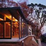 Una casa en medio de la sierra de Hakone,le llaman GeoMetria House, una construcción armónica en consonancia con el paisaje montañoso del que está envuelta.
