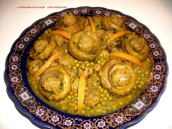 Bonjour/salam: après le tajine de veaux au petits pois et artichaut,voici un autre tajine fait avec des mêmes ingrédients,sauf que cette fois ci je l'ai fait avec des boulettes et viande hachée,c'est vraiment délicieux. Ingrédients: pour les boulettes...