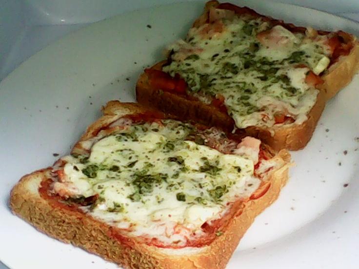 Pizzetas caseras [homemade pizzas]