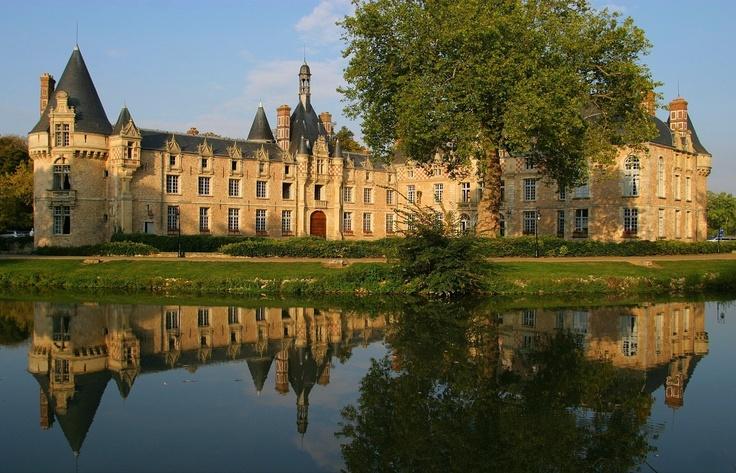 Château d'Esclimont Book a stay? http://castles.it/-paris_lile_de_france.htm