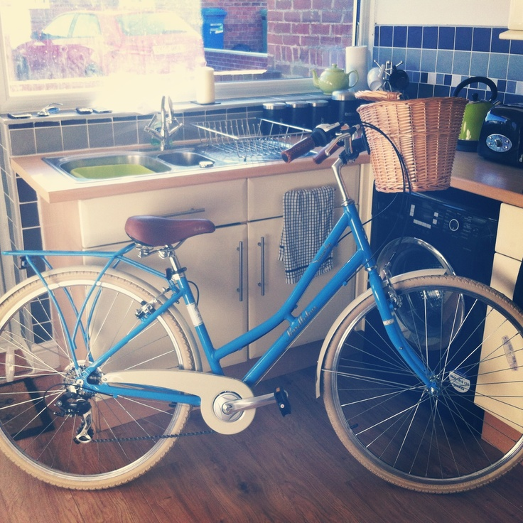 My new Victoria Pendleton bike, just in time for spring.. :) #vintage