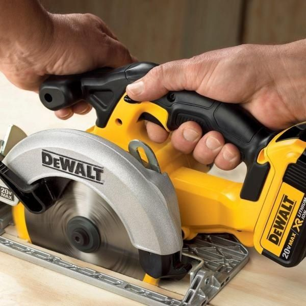 "DeWALT•DCS393•20-Volt Lithium-Ion Cordless Circular Saw 6-1//2/""•Tool Only•New!"